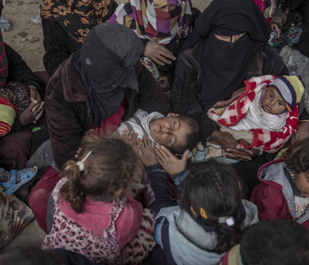 Flyktinglägret Hammam al-Alil söder om Mosul. Hit anländer tusentals människor från de befriade delarna av västra Mosul. Foto: Magnus Wennman